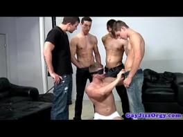Gay porn movies com sacana vendado chupando amigos