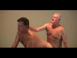 Porno gay velho fodido após massagem homossexual
