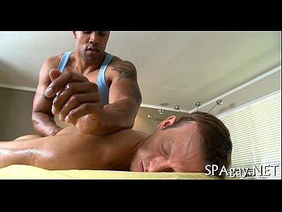 Massagista fodendo o cuzão gostoso do passivo