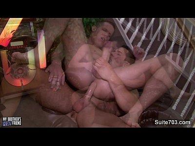 Sexo gay grátis com brasileiros tatuados