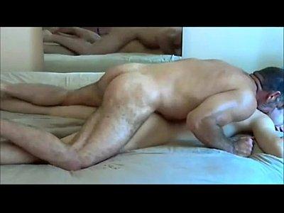Vídeo para bater punheta com padrasto tesudo fodendo enteado