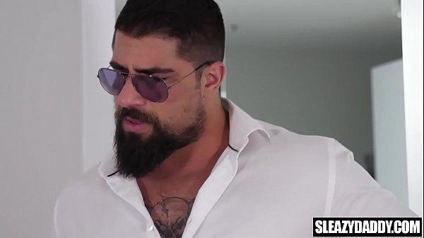 Video sezo barbudo traçando o cu do estagiário