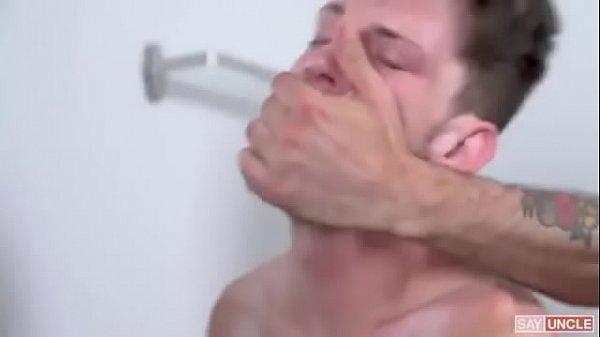 Ator porno nu ganha pirocada certeira no seu rabo