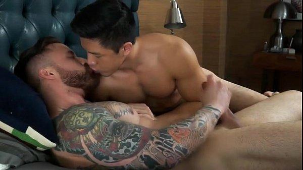 Porno gay vizinho lindo dando o cu todinho