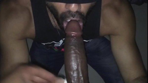 Prono sex safadinho mamando o cacete do tarado dotado