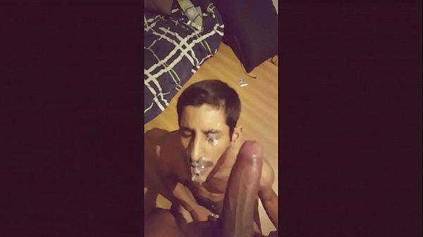 Video homem gay safado caindo de boca e chupando o dotado