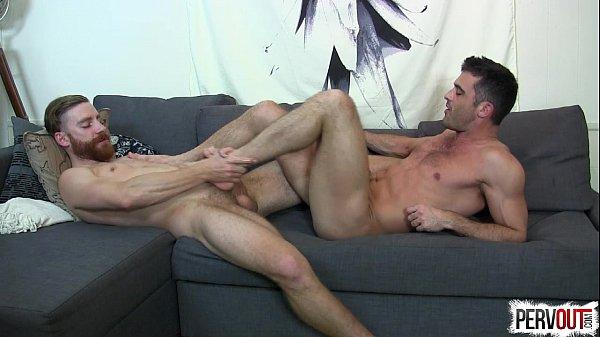 Video sexo blog tesudos no sofá transando gostoso